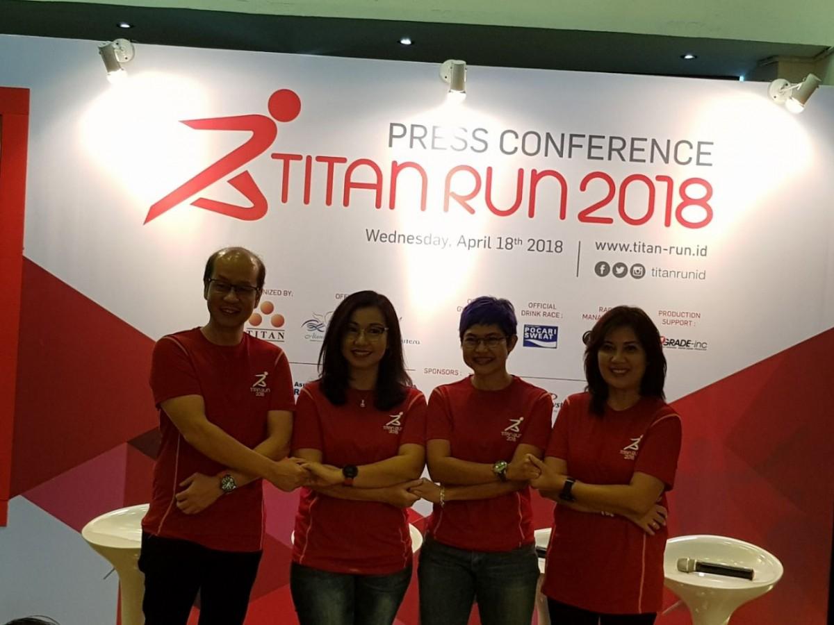 Kompetisi Lari Sambil Makan Durian di Titan Run 2018