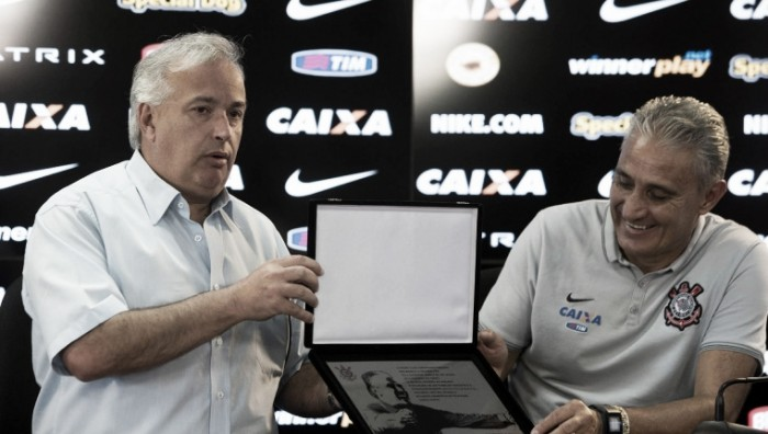 """Presidente do Corinthians critica CBF por condução na contratação de Tite: """"Estou puto"""""""
