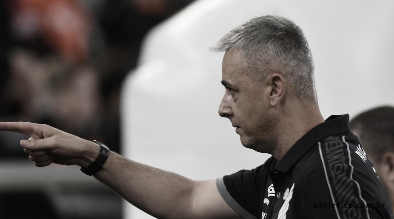 """Tiago Nunes exalta jogadores em triunfo sobre o Bahia: """"Tenho que elogiar o esforço"""""""