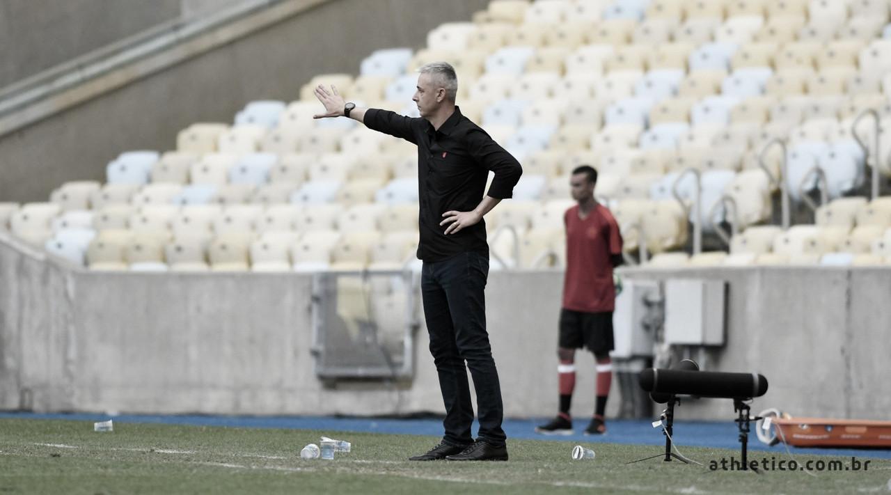 Tiago Nunes se culpa por derrota do Athletico e diz que jogadores 'sentiram muito no vestiário'