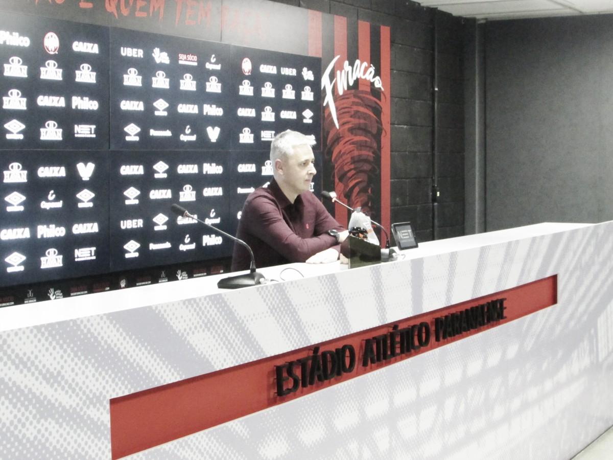 Tiago Nunes destaca evolução do Atlético-PR e rasga elogios a Pablo: ''Extraordinário''
