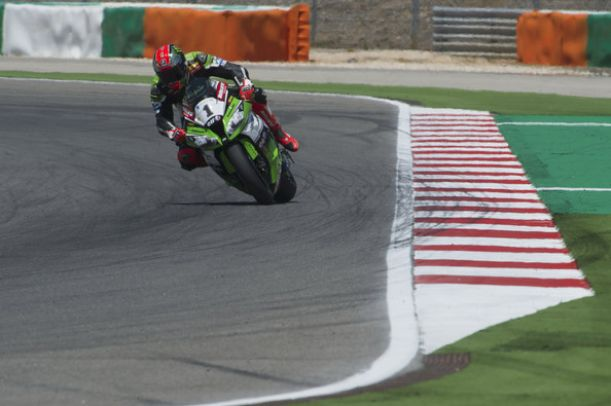 Superbike, Tom Sykes in pole position a Portimão