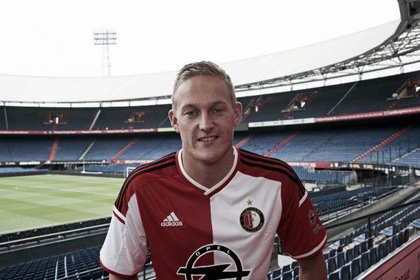 Jens Toornstra es presentado con el Feyenoord