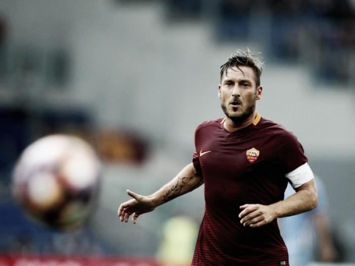 """Decisivo em vitória da Roma, Francesco Totti admite: """"Tive medo de bater o pênalti"""""""