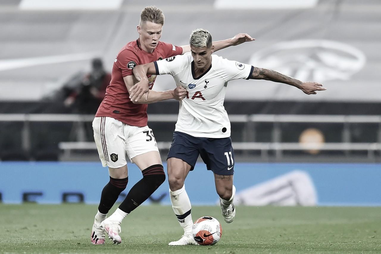 Manchester United pressiona após sair atrás e busca empate com Tottenham
