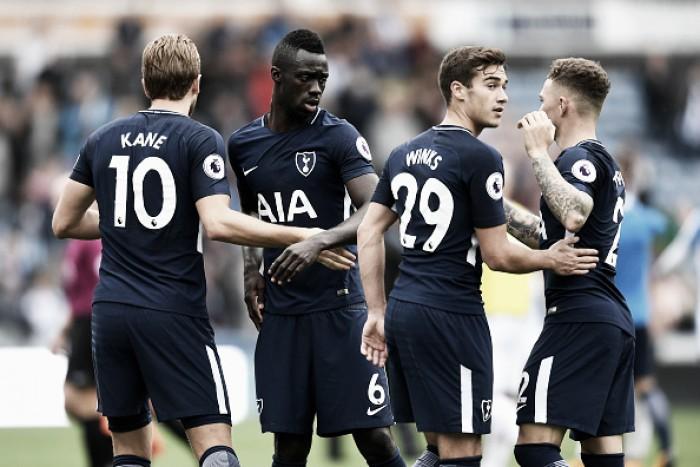 Harry Kane brilha, faz dois gols e ajuda Tottenham a superar Huddersfield Town