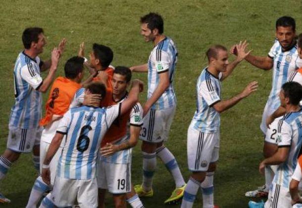 Argentina de serviços mínimos garante presença nas meias-finais
