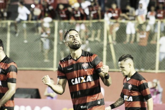 Com boa atuação do atacante Tréllez, Vitória bate Ponte Preta e volta a vencer após seis jogos