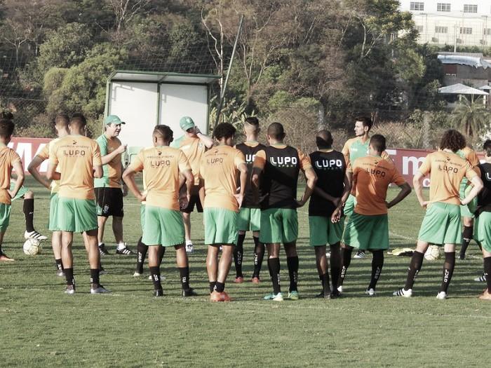 Técnico Enderson Moreira inicia preparação do América para clássico contra Atlético-MG
