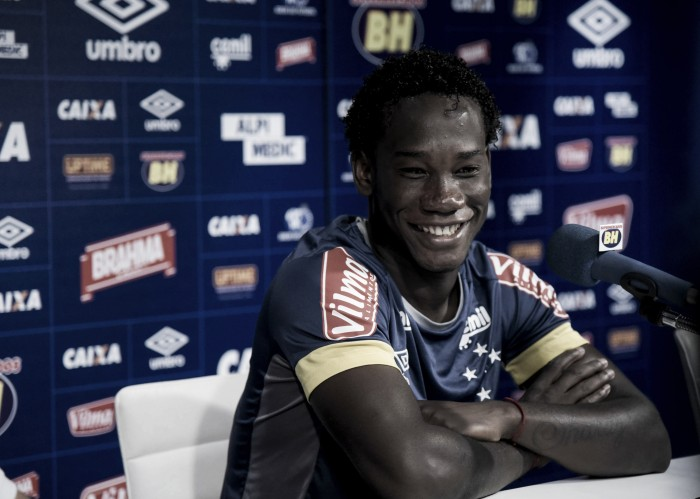 Cruzeiro empresta zagueiro Caicedo ao Barcelona de Guayaquil, do Equador