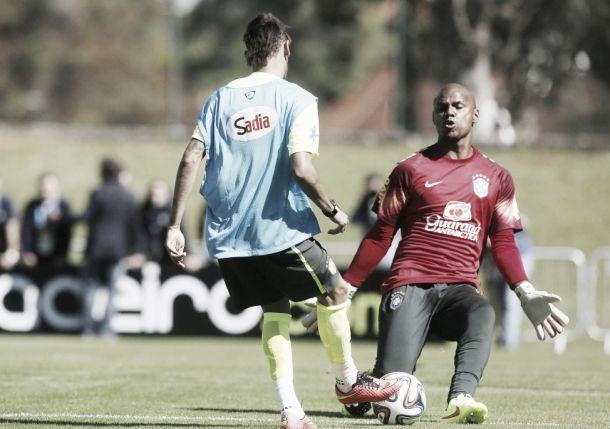 No primeiro coletivo da Seleção Brasileira na Granja Comary, Dante é a novidade do time titular
