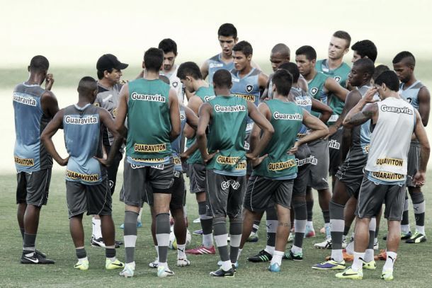 De olho no G-4, Botafogo enfrenta o Volta Redonda no Maracanã