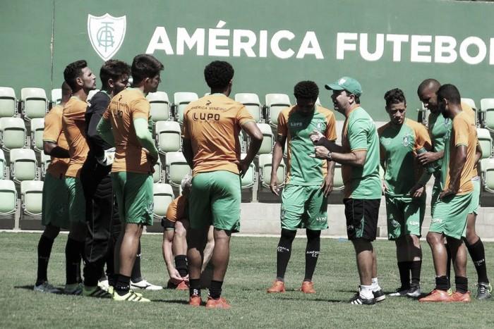 Desesperado no Brasileirão, América-MG embarca para duelo contra Ponte com novidades