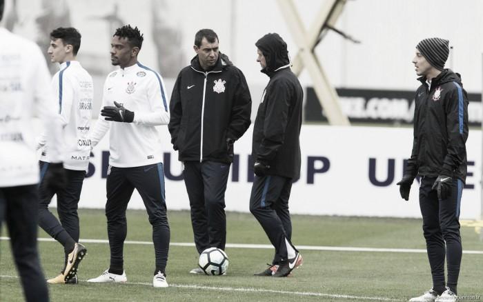 Com retorno de titulares, Fábio Carille relaciona 22 atletas para duelo contra Avaí