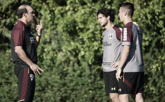 Em dois períodos, Ricardo Gomes comanda treino tático de olho no confronto contra Internacional
