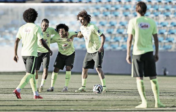Com multidão do lado de fora do estádio, Seleção faz treino fechado e encerra preparação