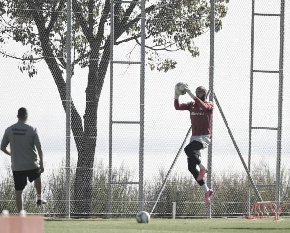 Em pequenos grupos, jogadores do Internacional continuam treinamento físicos