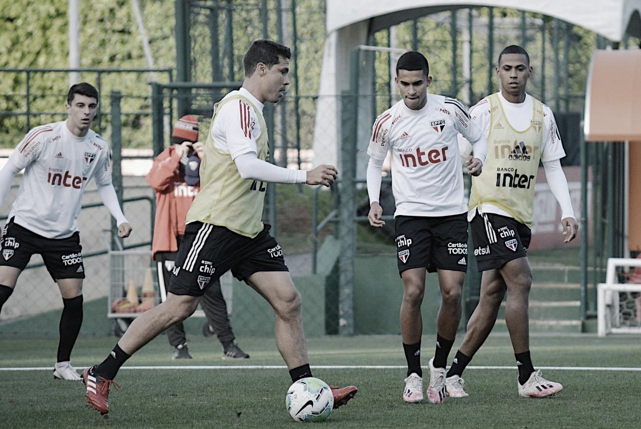 Em busca da vice-liderança, São Paulo encara irregular Athletico no Morumbi