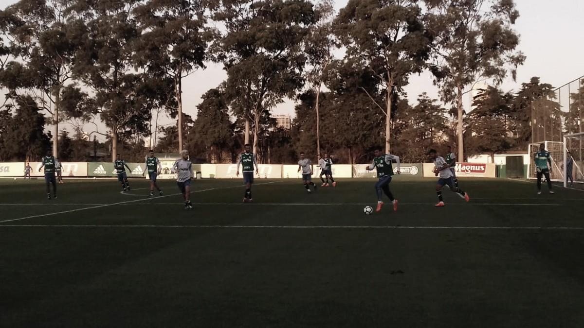 Gustavo Scarpa é destaque em treino de posicionamento e finalização do Palmeiras
