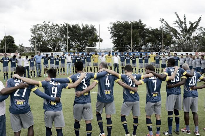 Cruzeiro se reapresenta e homenageia vítimas da tragédia com Chapecoense