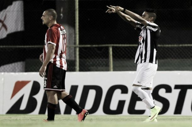 Santiago Tréllez le da el liderato a Libertad en Copa Libertadores
