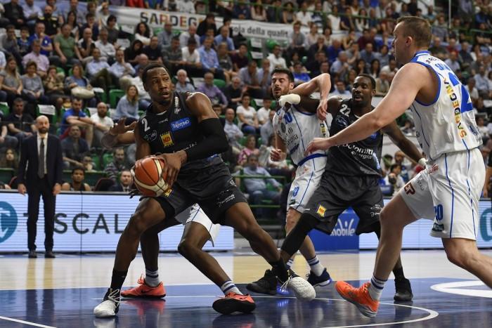 LegaBasket Serie A - Per Trento è una vendetta in grande stile, Sassari crolla anche in casa ed è 3-0