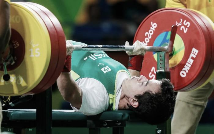 Bruno Carra deixa bronze escapar, mas atinge melhor marca do Brasil no halterofilismo paralímpico