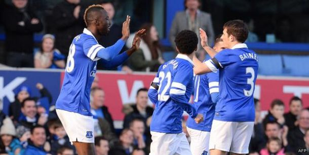 Lacina Traore marca na sua estreia, Naismith decide e Everton avança na FA Cup