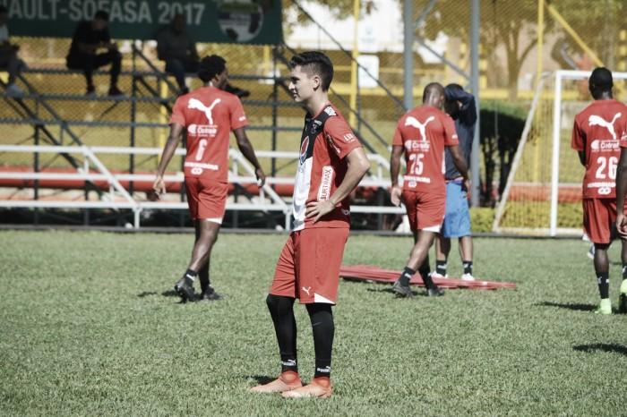 Eduard Atuesta ha recibido amarilla en cada partido