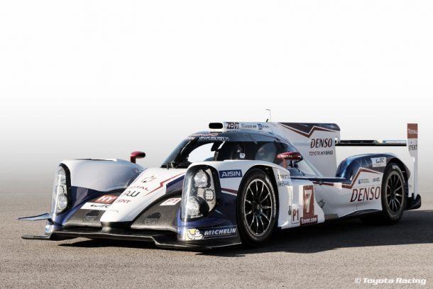 Toyota apresenta TS040 Hybrid em Paul Ricard