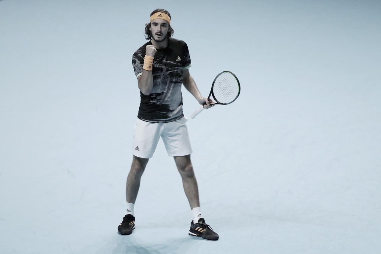 Tsitsipas vence Zverev com autoridade e se garante nas semis do ATP Finals