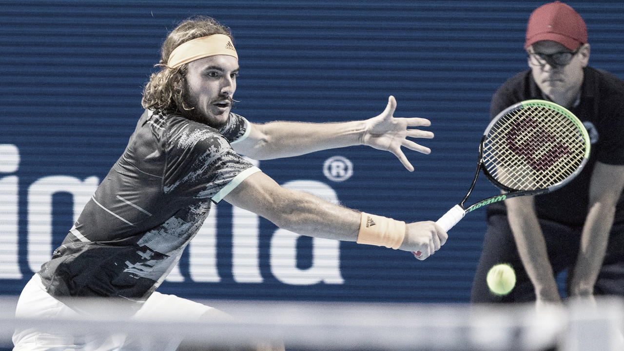 Tsitsipas vira contra Krajinovic e encara Federer nas semis de Basel