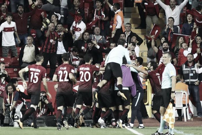 Qualificazioni Russia 2018, gruppo I - Turchia e Islanda recuperano, battute Croazia e Ucraina