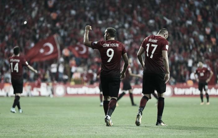 Turquia não joga bem, mas derrota Croácia e segue viva nas Eliminatórias