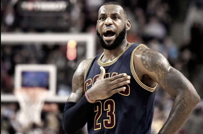 NBA - James e Irving affondano Indiana: Cleveland passa il turno