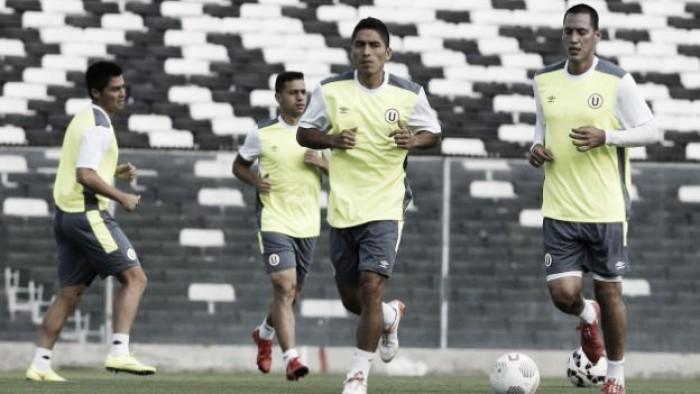 Universitario reconoció y entrenó en el césped del Estadio Monumental de Chile