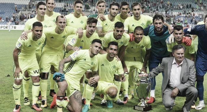 Com hat-trick de Rubén Castro, Betis derrota Sporting e sagra-se campeão da Copa Ibérica