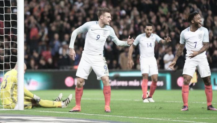 """Com """"Mannequin Challenge"""" e gols no fim, Inglaterra e Espanha empatam no Wembley"""