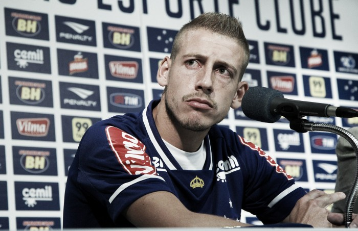 Cruzeiro rescinde com volante Uillian Correia, que segue defendendo Vitória