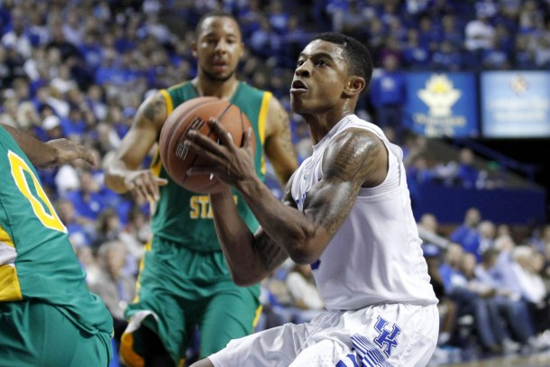 Kentucky Wildcats Use Experience To Hold Off Wright State