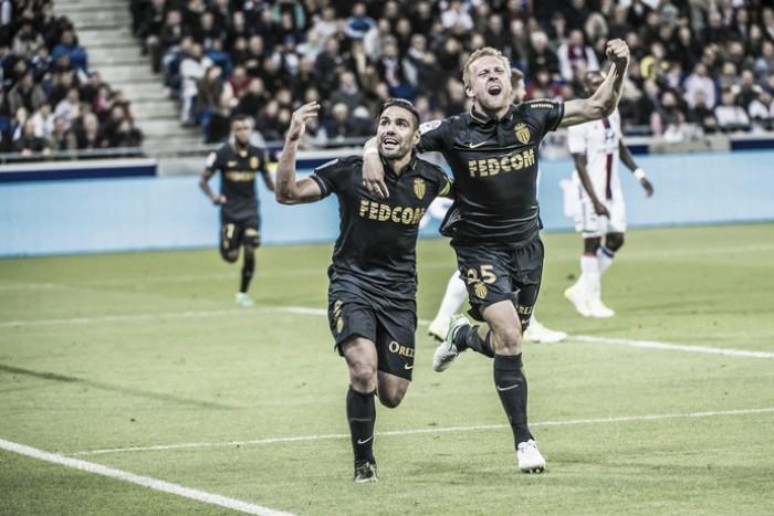 Mbappé e Falcao marcam, Monaco vence Lyon e retoma liderança