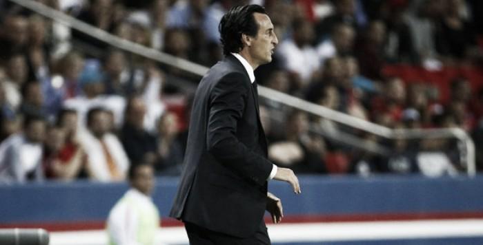 """Emery enaltece entrega de Cavani após triunfo do PSG: """"É exigente consigo mesmo"""""""