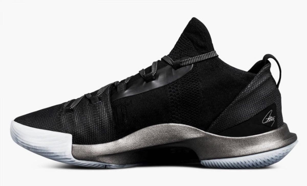 Stephen Curry decide cambiar la caña de sus zapatillas a pesar de las lesiones