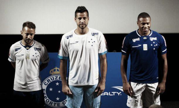 Cruzeiro vende 20 mil camisas em menos de um dia e bate recorde
