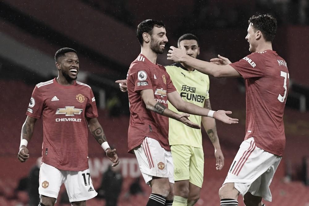 Manchester United tem dificuldade, mas supera Newcastle em Old Trafford