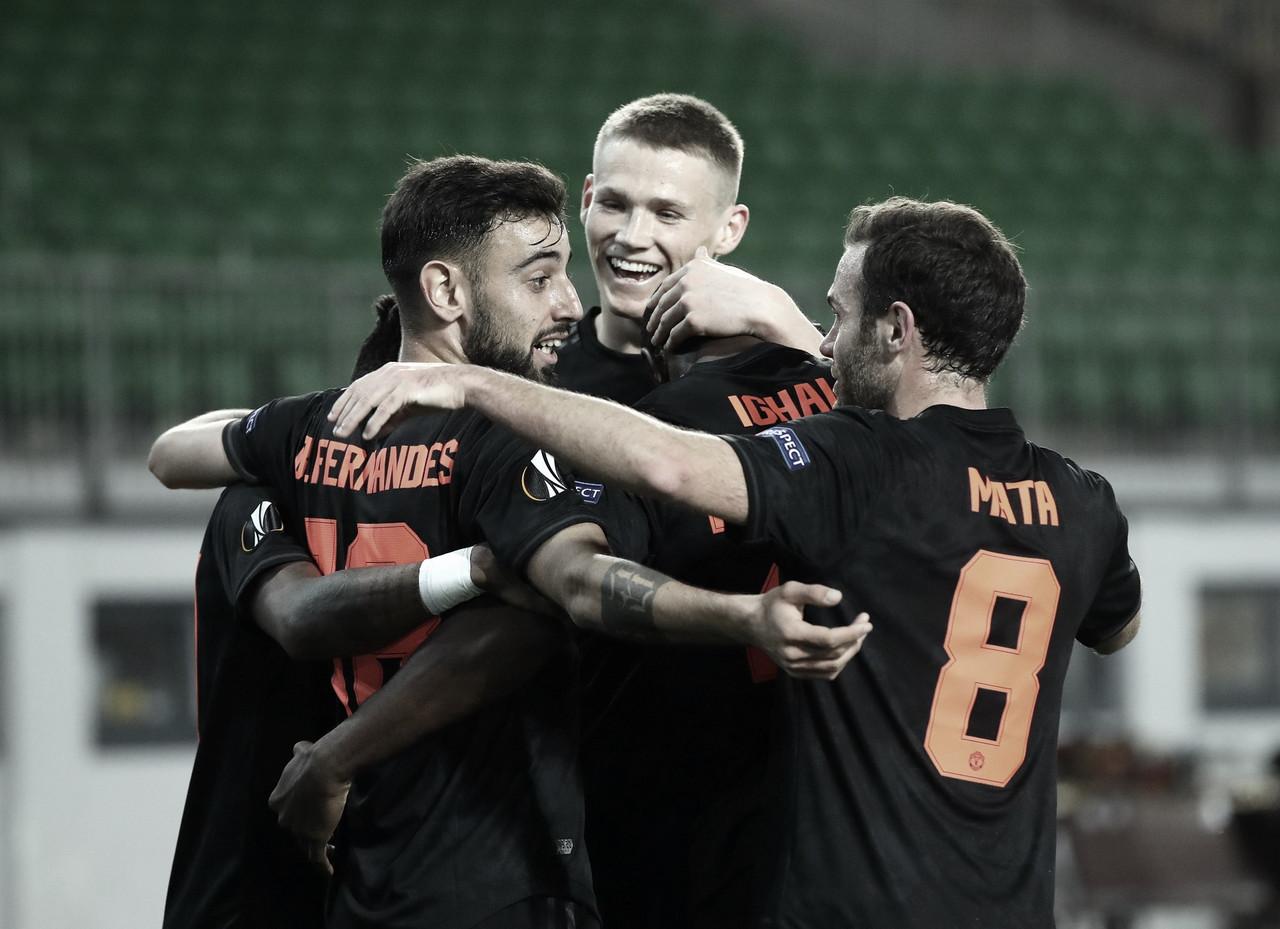 El United golea y los Wolves dejan vivos a un Olympiacos con uno menos todo el partido
