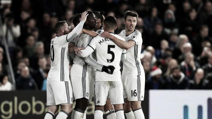 Ibra marca no fim e Manchester United derrota Crystal Palace fora de casa