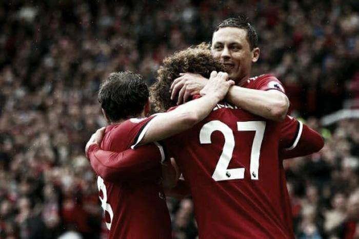 Manchester United goleia Crystal Palace e volta à ponta