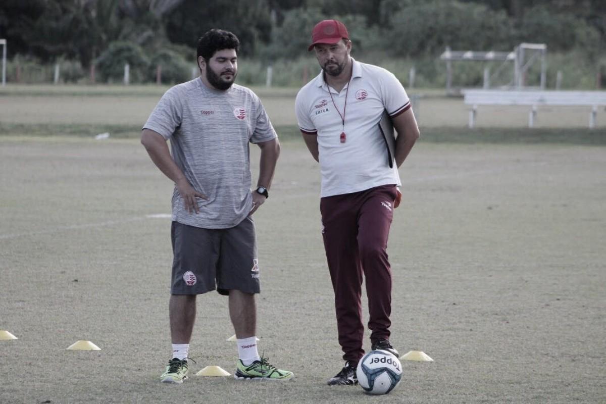 """Roberto Fernandes novamente esconde escalação, mas afirma ter time preparado: """"Chegamos preparados e motivados"""""""