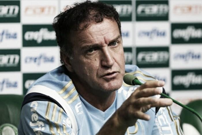 """Cuca reclama da arbitragem após derrota para Ponte: """"Ninguém pode usar o cartão como arma"""""""